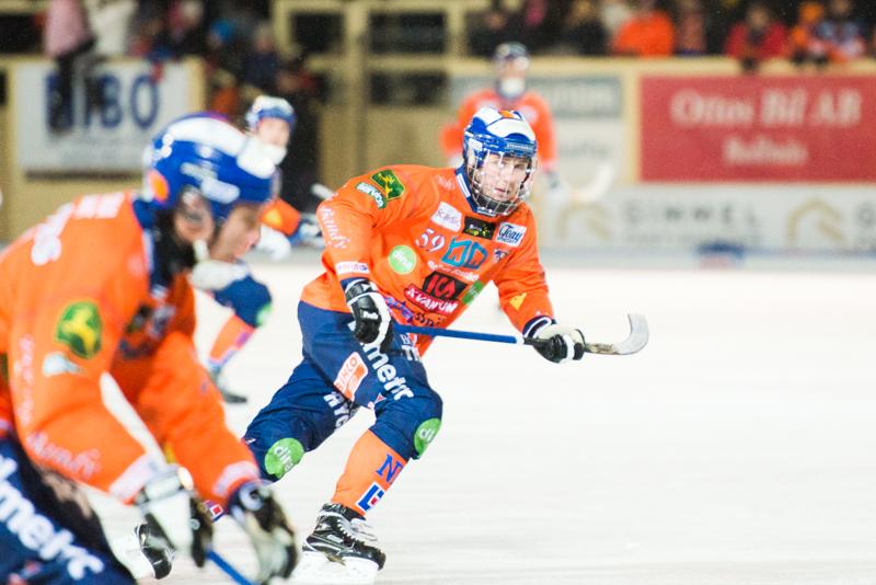 Svängig dragkamp när Bollnäs vann första semifinalen